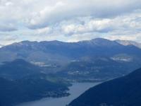 Sulla sommità del Monte Orsa, la catena montuosa Lema (sx) - Gradiccioli (centro) - Tamaro (dx)