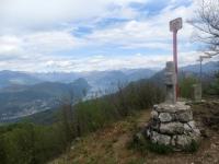 Sulla vetta del Monte Pravello, panorama sul Lago Ceresio