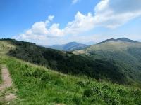 Sguardo sul Monte Bolettone percorrendo il bel single track che aggira il Monte Boletto
