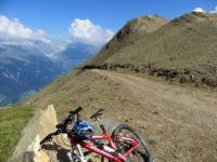 Arrivo al Colle del Breithorn, sullo sfondo il Fieschergletscher ed il Finsteraarhorn (4.274m)