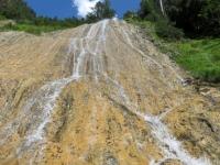 Caratteristica cascata lungo la ciclabile sterrata della Binntal