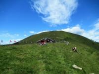 Rifugio Venini, sullo sfondo il Monte Galbiga