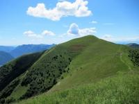 Il Monte di Tremezzo e l'omonima Alpe  visti dalla sommità del Monte Crocione