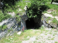 Lungo la mulattiera militare che scende dal Monte Crocione - Passaggio in galleria