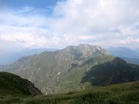 Il Monte Camoghè dalla sommità del Monte Gazzirola