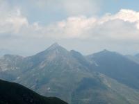 La piramide del Pizzo di Gino dalla sommità del Monte Gazzirola