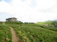 Rifugio san Lucio (sx) e Capanna San Lucio (dx) - Parte terminale del sentiero proveniente dal Monte Bar
