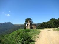Madonna  del Cep - Sullo sfondo i pratoni  sottostanti il Passo di San Lucio (Alpe Colmine)