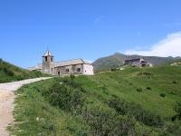 L'oratorio di San Lucio con il Rifugio (Italiano) San Lucio