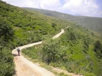 Sterrato in direzione del rifugio Garzirola