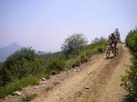 In direzione dell'Alpe Tabano e del rifugio Garzirola da San Lucio