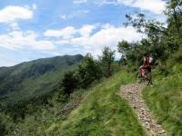 Sentiero per la Bassa di Indemini, sullo sfondo il Monte Gradiccioli