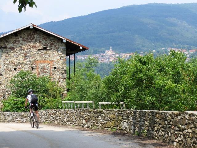 Discesa finale per Mesenzana, panorama su Val Travaglia