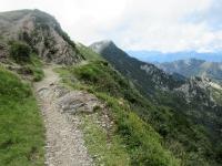 Il sentiero che dalla Capanna Tamaro conduce alla bocchetta situata tra Motto Rotondo e Monte Tamaro