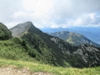 Monte Tamaro  (sx), in basso l'Alpe di Neggia