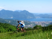 Discesa dal Todun lungo il Kilometro verticale - ottimo panorama su Lago Maggiore