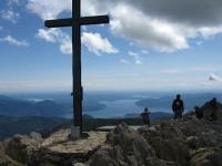 La Croce posta sulla cima del Monte Zeda - Sullo sfondo il Lago Maggiore