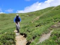 Lungo il tratto iniziale più ripido del sentiero per la Val Gimont
