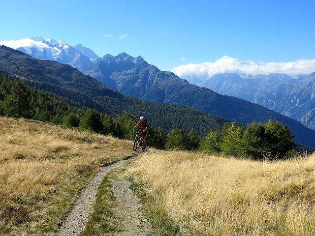 Sentiero che sale al Gibidumpass - A sx il Mischabel, a dx il Weisshorn