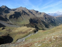 L'alpeggio di Unners Fulmoos ed il lungo traverso che collega il Gibidumpass con Obers Fulmoos