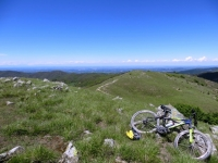 Panoramica dalla vetta del Monte Pracaban, la pianura di Alessandria e tratto di sentiero percorso