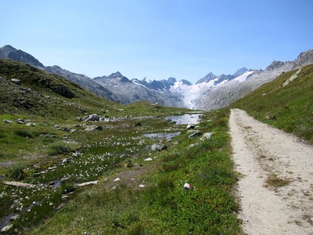 La parte finale dello sterrato che dal Triebtenseewli porta all'Oberaarsee - Baregg