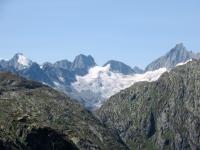 L'imponente vetta del Lauteraarhorn (4.042) ed i suoi ghiacciai