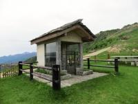 La cappelletta commemorativa nei pressi del Colle del Ranghetto
