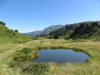 Sentiero per l'Alpe Pertusio, particolare su laghetto alpino