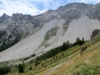 Il franoso ghiaione che caratterizza il versante della Punta Charrà