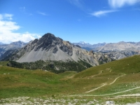 La Rocher de Barrabas ed il sottostante pianoro sul confine italo-francese visti dal Passo della mulattiera