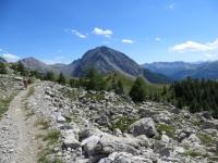 Il sentiero di discesa in direzione del Col des Acles