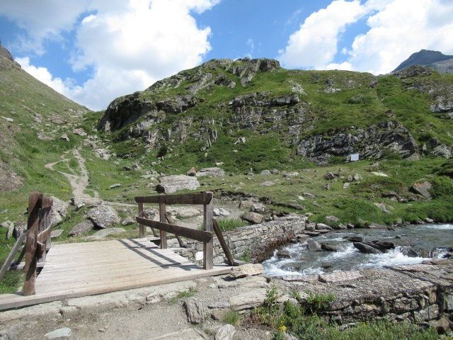 Il secondo attraversamento del torrente nel vallone di Grauson