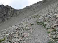 Sentiero che porta al Passo Invergneux - attraversamento della pietraia prima del Passo