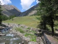 Il terzo attraversamento del torrente che si incontra scendendo nel vallone di Grauson dall'Invergneux