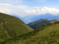 Panorama sui primi rilievi della Valtellina e foce dell'Adda