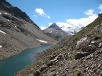 Lago alpino nei pressi del Passo del Corno