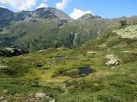 Uno dei molteplici laghetti alpini che precedono la discesa al Passo del Sempione percorrendo il Panoramaweg