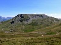 Il Monte Gran Costa con i resti dei baraccamenti militari