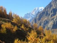 In direzione del Rifugio Bonatti - vista sul Monte Bianco