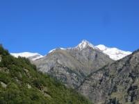 Pizzo Nass (2.994), sullo sfondo a dx il Vogelberg (3.218) ed il Rheinquellhorn (3.200)