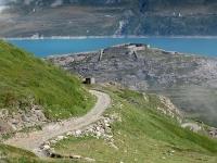 Salita al Forte Malamot lungo la militare - Vista sul Forte Varisello