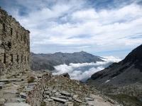 Forte Malamot -  Sullo sfondo l'Italia coperta da bassi strati di nubi