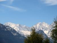 Salita all'Alpe Solcio, vista su Weissmies (sx) e Lagginhorn (dx)