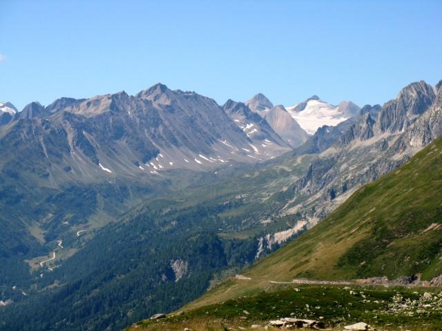 Alta via della Val Bedretto - sullo sfondo il Gries