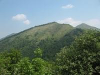 Pizzo dell'Asino e sullo sfondo il monte Palanzone