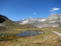 In direzione dello Schwarzsee - Sullo sfondo il Dent Blanche  ed i circostanti Ghiacciai
