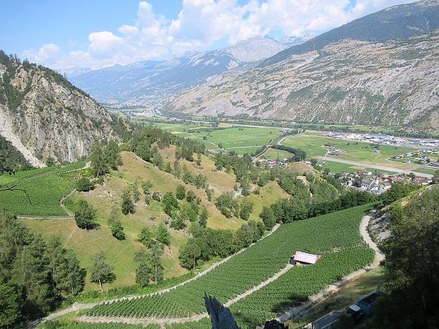 Ottimi panorami sul fondovalle salendo a Ergisch