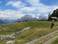 Alpeggio di Tschorr - Panorama sui rilievi della Lötschental con il Bietschhorn (3.934) sull'estrema destra