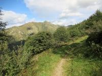 In direzione dell'Alpe Ladrim - Vista sul Monte Camoghè